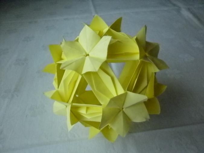 origami pe galben